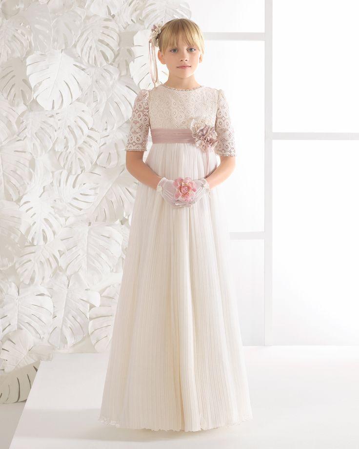 Vestido de comunión vintage de tul plisado, en color marfil.