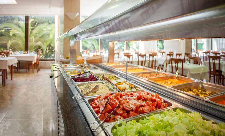 buffet en el comedor Primavera Park Benidorm