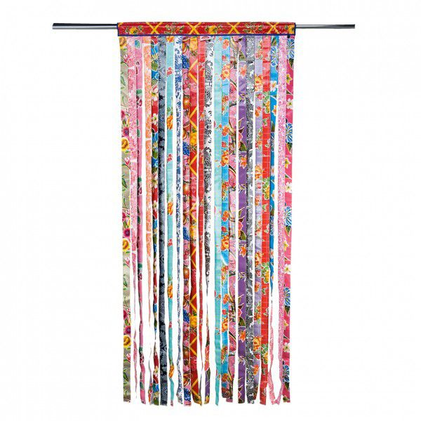 Rideau de porte en lanières de toile cirée.                                                                                                                                                                                 Plus