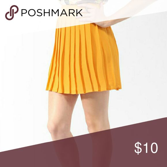 (2 FOR $12) Mustard yellow pleated circle skirt Love this skirt but I never wear it! Can be worn high waist with a belt. Forever 21 Skirts Circle & Skater