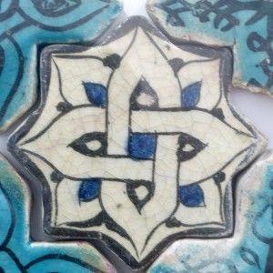 Karatay Medrese, Konya : Single Tile Motifs with Cross Tiles – Haç Karo ile Tek Karo Motifleri-Geometric Designs – Geometrik Motifi