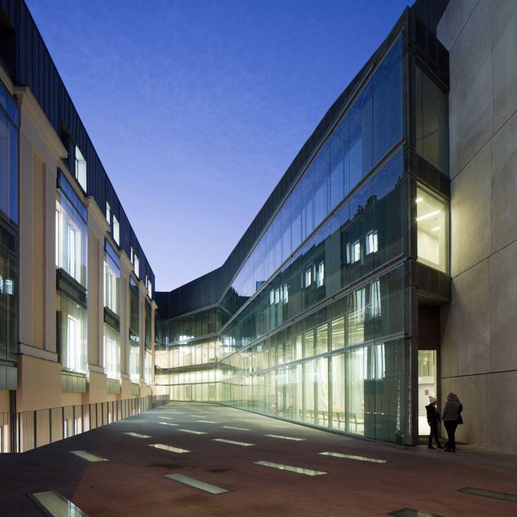Academy of FIne Arts in Warsaw | Poland © Piotr Krajewski pkrajewski.pl