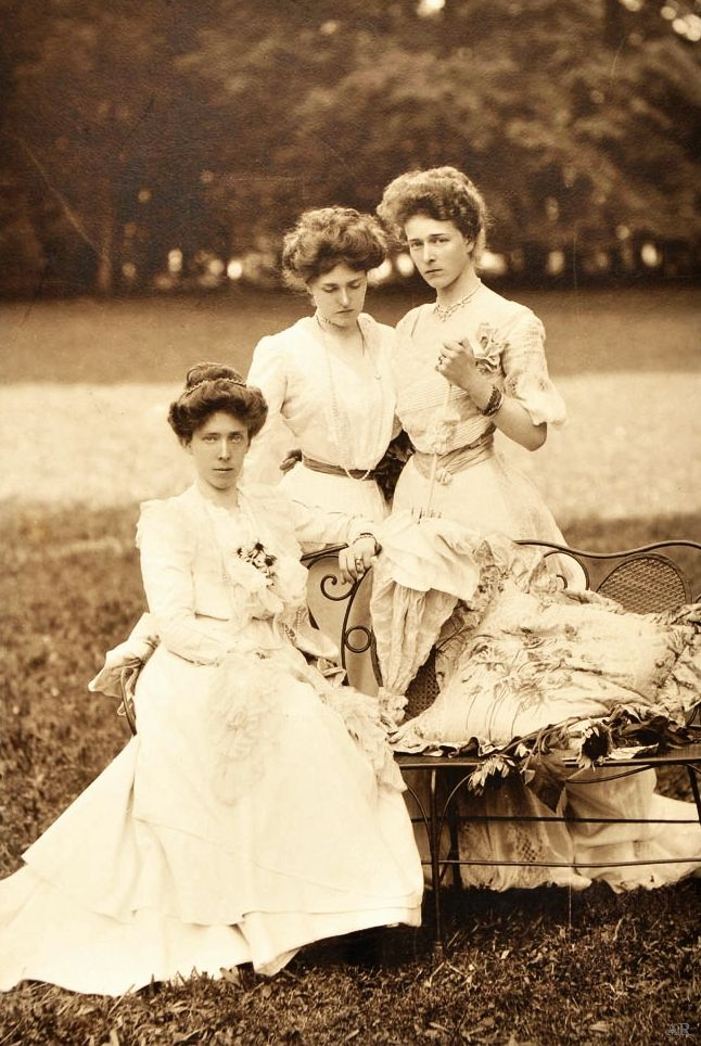 Antique-royals:     Princesses Elisabeth , Gabrielle and Sophie in Bavaria