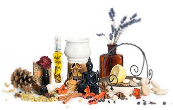 КАКИМИ СВОЙСТВАМИ ОБЛАДАЕТ КАМФОРА. Камфора – кристаллы со специфическим запахом, очень плохо растворяемые в воде, входит в состав различных ароматических масел. Широко применяется для проведения аромотерапии, в медицине, помогает в бо…