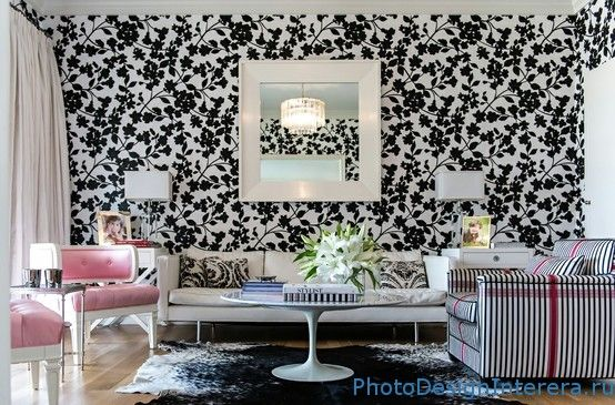 Черно-белые обои для гостиной с цветами