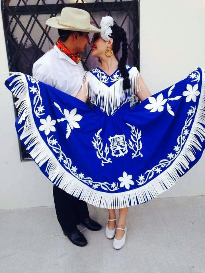 Amazing Folklorico Couple. The color of her dress is amazing.