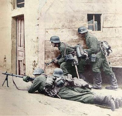 German Soldiers waiting for the advancing Allied Troops.