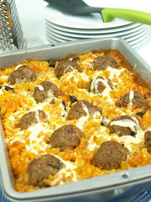 Niedzielna zapiekanka makaronowa z pulpecikami bez gotowania makaronu i bez smażenia pulpecików!