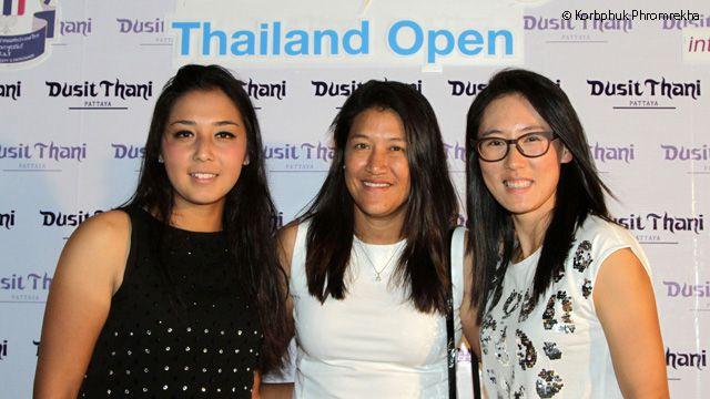 WTA veteran Tamarine Tanasugarn flanked by WTA Rising Stars Zarina Diyas and Zheng Saisai. (via WTA)