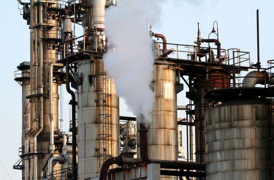 浮島町の工場に漂う煙り