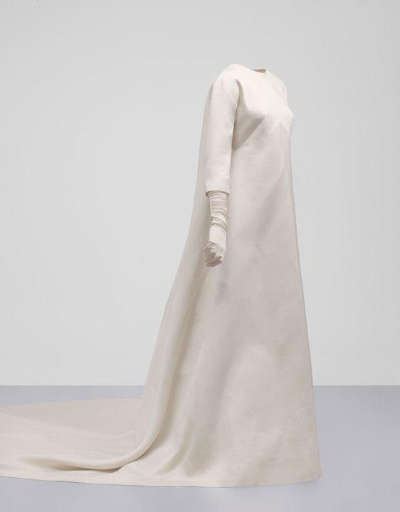 Cristobal_Balenciaga_Vestido de novia en gazar de color marfil    1968