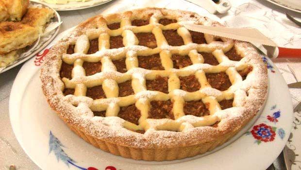 Elmalı Tart Tarifi en nefis nasıl yapılır? Kendi yaptığımız Elmalı Tart Tarifi'nin malzemeleri, kolay resimli anlatımı ve detaylı yapılışını bu yazımızda okuyabilirsiniz. Aşçımız: Meryem'in Mutfağından