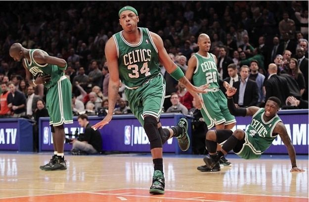 Everybody dance now. | 24 Perfectly Hilarious Basketball Pictures