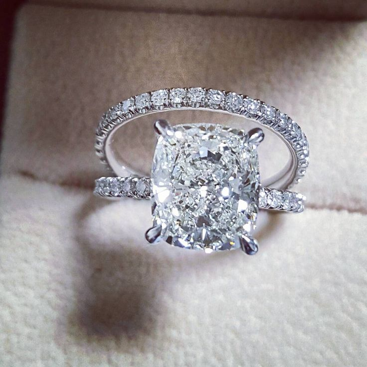 Royalty ♡ 4.70 Ct Cushion Cut Bridal Set ~~~~~~~~~~~~~ GIA Certified I/VS2 Polish: Excellent Symmetry: Excellent Luster: Excellen Metal: Platinum Price: $42,000 ~~~~~~~~~~~~~ Diamondmansion.com 800.518.0240