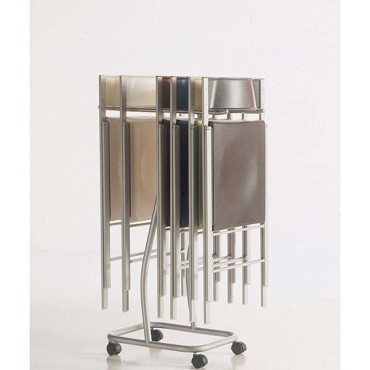 Carrello porta sedie pieghevoli Bontempi Casa Poket - Carrello laccato in alluminio con ruote. E' un' oggetto d'arredamento Bontempi Casa ideato per facilitare il trasporto e conservare meglio le sedie pieghevoli modello Poket per ottimizzare gli spazi in casa. La lunghezza dei sostegni è di 26,5 cm, e distanti 38cm. L'altezza del telaio è di 89cm.