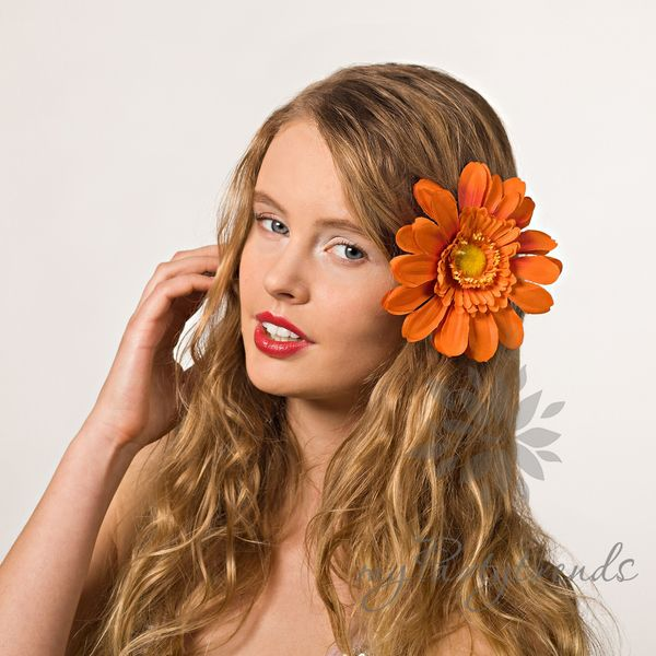Gerbera 'orange' – Ansteckblume, Haarblume,Blüte von Boutique für wundervolle Accessoires zum Liebhaben! auf DaWanda.com