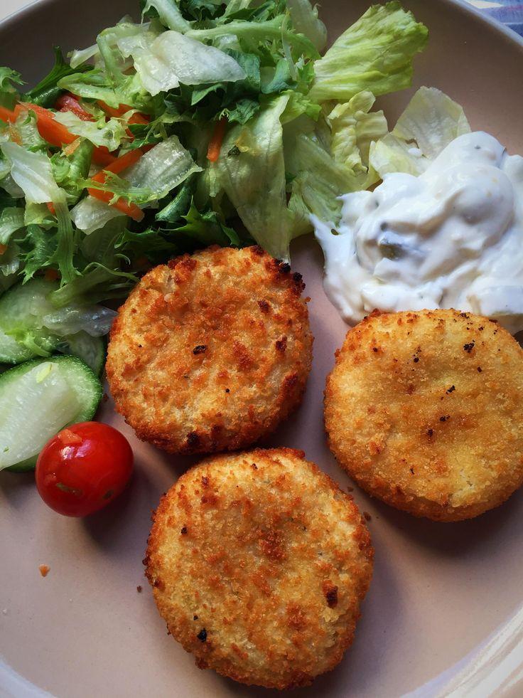 334 kcal dinner- fishcakes (92 each) salad homemade tartar #goodnutrition #physicalactivity #goodfood #vegetables #JuicePlus #healthymeal #healthyfood #healthy #health #exercise #eatclean