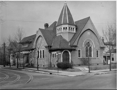 ca. 1950s - Westminster Presbyterian, 2nd and Avery, now Cardinal Blvd and parking lot for Manual H. S. University of Louisville Photographic Archives