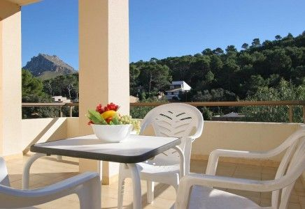 Pinos Altos is placed in the wonderful area of Cala San Vicente, a spot that retains its position as one of the most popular resorts on the island. Separated from Puerto Pollensa by the distinctive Serra de Tramontana mountain range, it nestles at the foot of a beautiful pine clad valley that leads down to the secluded sandy coves surrounded by dramatic mountain scenery.  Cala San Vicente is the ideal spot for relaxing holiday. There are just a few shops, cafes, restaurants, hotels and a…