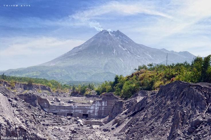 Gunung Merapi, Central Java, Indonesia photo diambil dari Dam