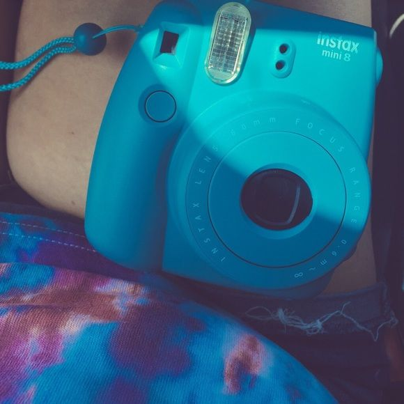 Fujifilm Instax Mini 8 - Turquoise One of the best Polaroids I've ever had, gently used but not damage. No scratches or any damage at all. I will give you a free pack of film with a half used pack in the camera. Price will reflect what I paid for, i got it on sale. I just want my money's worth to buy a better camera. Let me know if you have any questions!! If you wanna buy on 🅿️🅿️ let me know Other