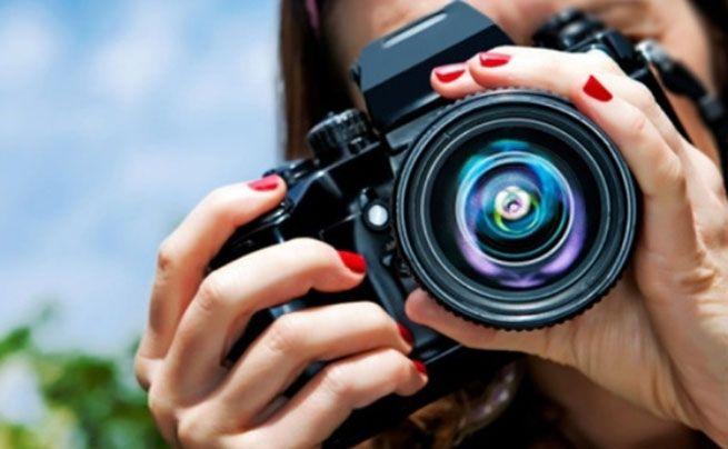 Куда фотограф-любитель может пристроить свои снимки? http://feedproxy.google.com/~r/russianathens/~3/vays0fuPCyo/22735-kuda-fotograf-lyubitel-mozhet-pristroit-svoi-snimki.html  Сегодня почти каждый – фотограф. От малышей-дошколят до моей 75-летней тетушки. Всё это благодаря камерам современных смартфонов. К счастью (а порой и к несчастью), эти фото оказываются не только на наших телефонах.