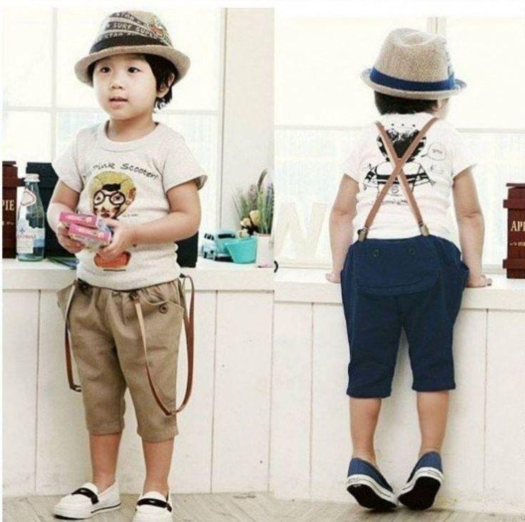 vetements-bebe-garcon-chapeau-pantalon-bleu-beige-t-shirt-blanc-bretelles