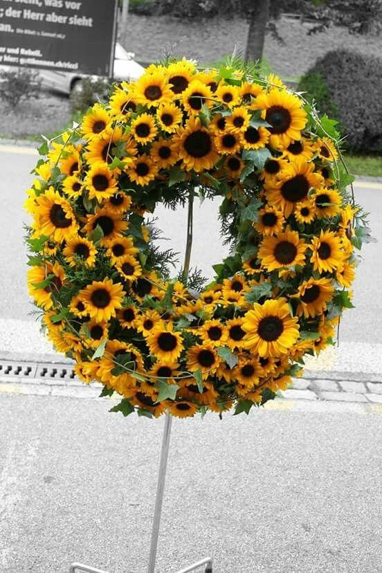 A sunny wreath of sunflowers.