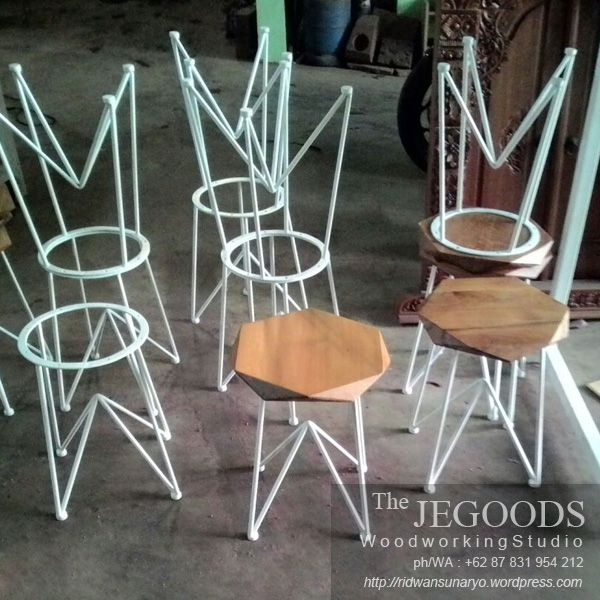 Rustic Industrial Metal Wood Stools by the Jepara Goods Woodworking Studio Indonesia. We produce and supply #rusticfurniture #industrialfurniture at affordable price by skilled #craftsman from Jepara, Central Java - Indonesia. #vintageindustrial #mebelkayubesi #mebelrustic #kursikayubesi #kursicafe #metalchair