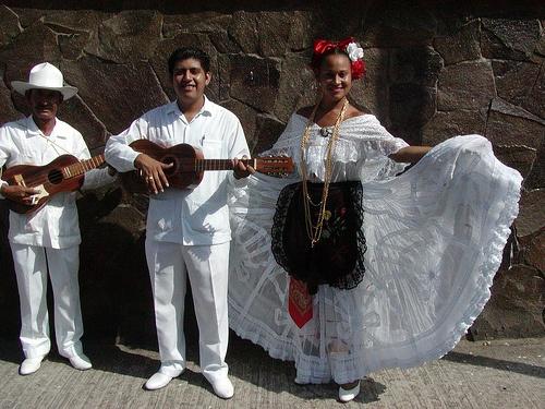 /traje_tipico_del_puerto_de_veracruz