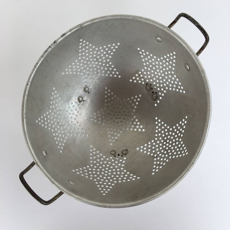 Wonderful age patina on this rustic round metal kitchen colander. Great star pattern, two handles, 3 legs ~ nice usable size  9 diameter approx 5 tall  Great for display, this would look so cute hanging on your kitchen wall ~ still functional also, a few dents, dings and scratches ~ a bit of discoloration and age patina