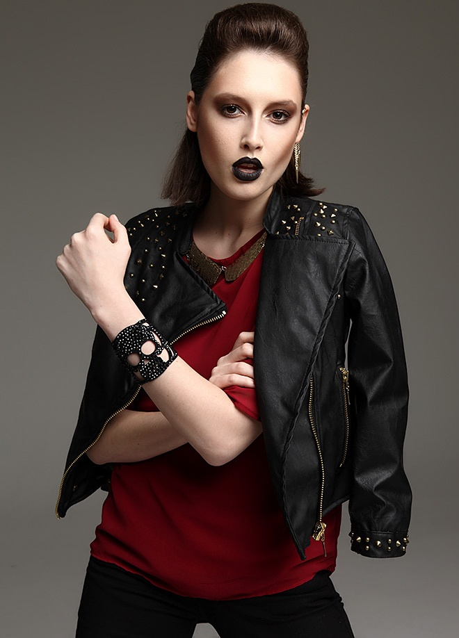 First Chance Zımbalı deri ceket Markafoni'de 159,99 TL yerine 89,99 TL! Satın almak için: http://www.markafoni.com/product/2941945/