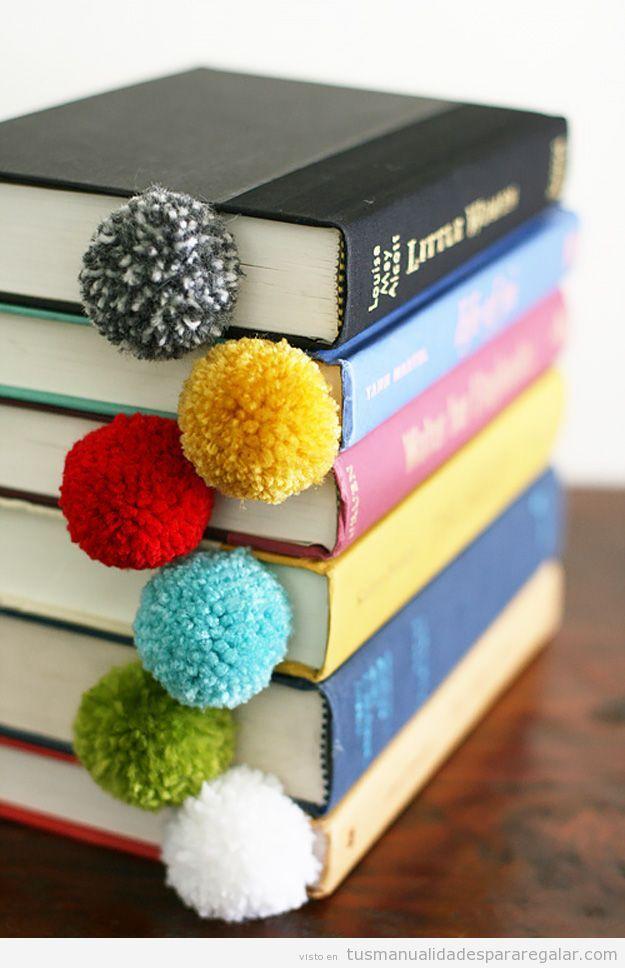 Bueno, ¡pero qué sencillos y qué maravillosos son estos marcapáginas o puntos de libros hechos con una cuerda o una cinta y un pompón cosido en el extremo superior! Es un regalo hecho a mano super …