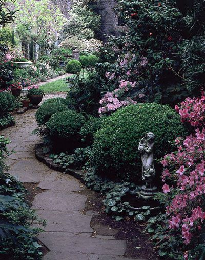 Charleston, South Carolina, Garden--I think I would like my yard to look like this.  I would never come in the house!
