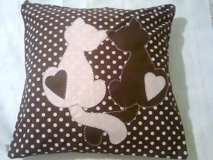 JOANINHAS ART'S: Almofada com patchaplique de gatos!!
