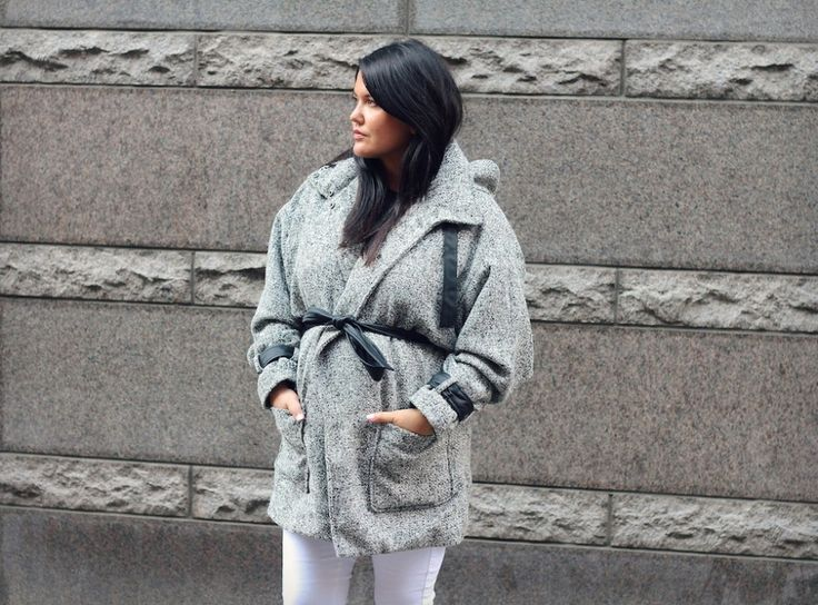 Preggo Lily Silwer spotted in our winter coat on her blog beyondblack.dk. Looking Fab! ★★★