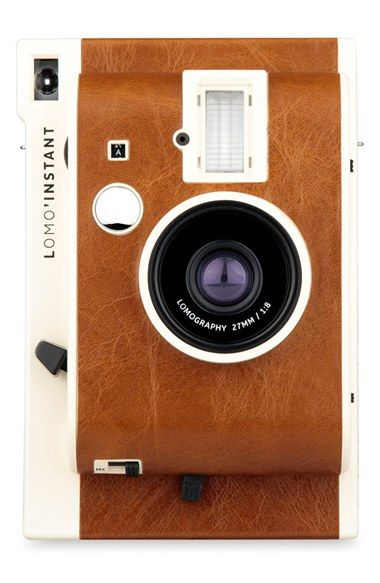 Make a real artistic impression with this compact, retro-chic instant camera.