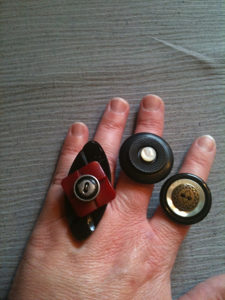 Upcycle art...vintage button rings | Button jewelery rings ...