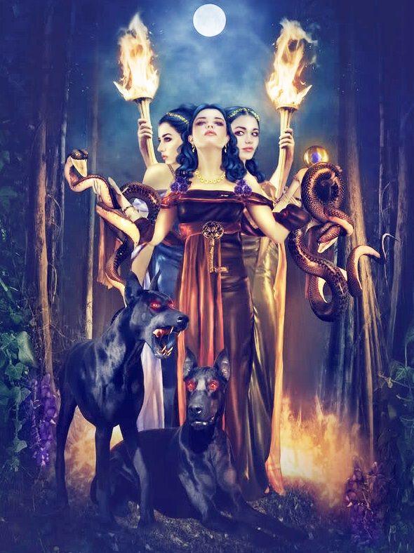 HÉCATE, deusa da magia, e deusa da lua (atuando em seu lado mais escuro)atua no Submundo, e de fato está assossiada a este. É considerada a deusa das trevas e padroeira das bruxas. Sua origem é confusa, alguns dizem ser filha de Peleu e Astéria, outros que era filha de Nix.senhora das encruzilhadas de três caminhos. E é uma deusa tríplice, pois, de acordo com a lua, ela tem três fases.