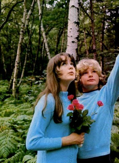Tracy Hyde and Mark Lester
