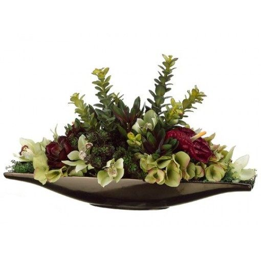 We just can't take our eyes off this adorable plate full of flowers. Can you? #anthurium #hydrangea #jade #green #burgundy #flowers