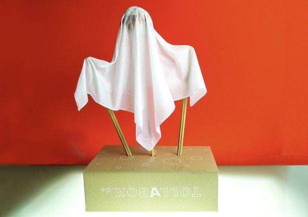 Oh, ja! Zu Halloween basteln... und schon mal eine Laterne haben. Zwei Fliegen mit einer Klappe. Euere Kinder werden beGEISTert sein. He. He.