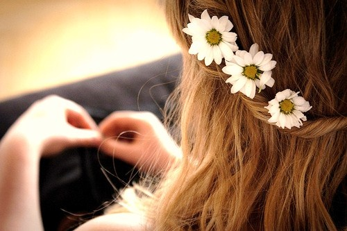 :)White Flower, Flower Girls Hair, Wedding Hair, Hair Flower, Summer Hair, Country Girls, Beautiful, Flower Children, Summer Time