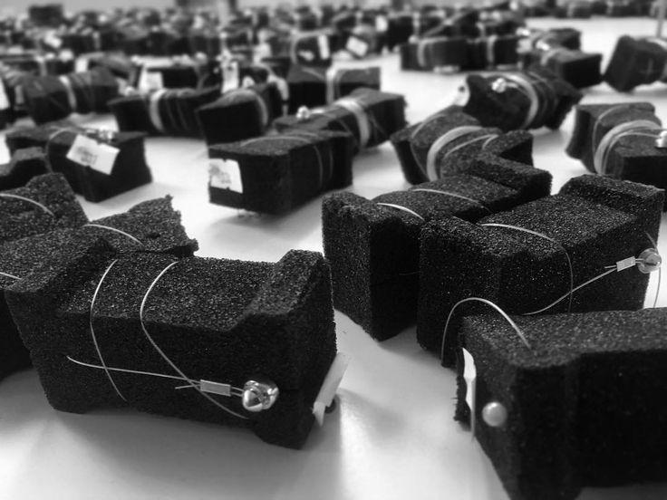 Fields of spools... #sculpturallighting #bespokeinstallation #assembly