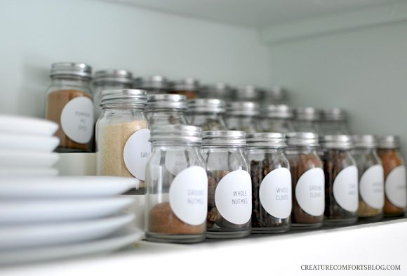 Free printable Spice Jar labels in an oh-so-simple style.