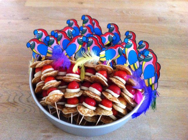 Traktatie voor de 8e verjaardag van mijn dochter; poffertjes met aardbei en banaan. Gemaakt op 24-08-2015