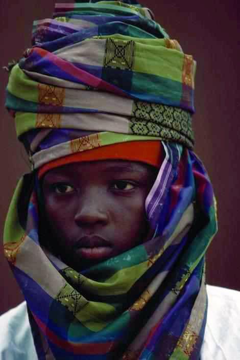 Joven de la etnia Hausa de Nigeria.