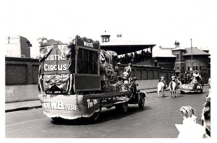 """Image 21806137 - The Wirths Circus float, which formed part of the """"Australia's March to Nationhood"""" parade on January 26th, 1938. This image was taken in Driver Avenue, Moore Park. [RAHS Australia Day 1938 - Sesquicentenary Celebrations Collection]"""