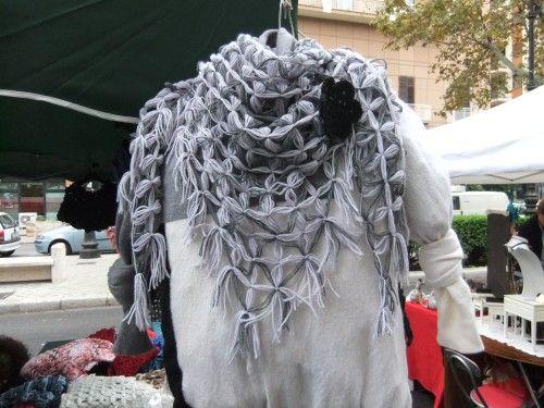 Scialle triangolare indossato come sciarpa - realizzato al telaio Visita la pagina https://www.facebook.com/pages/Il-Fabbricatore-di-Salvatore-Pullar%C3%A0/583580198379555