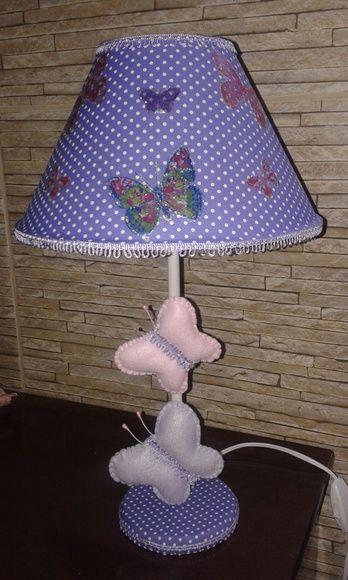 Abajur lilás com cúpula revestida em tecido com decoupage de borboletas e apliques de borboletas em feltro.  Aceito pedidos em outras cores e temas. R$ 49,90